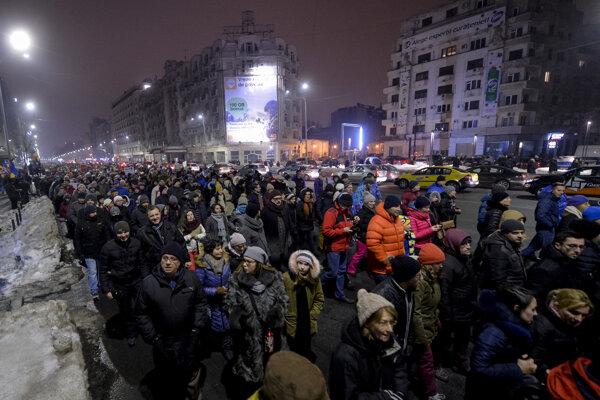 Demonštranti v uliciach Bukurešti.