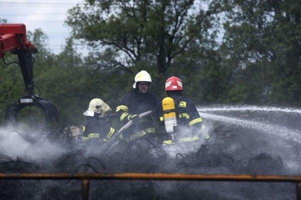 Požiar pneumatík v Beluši patril minulý rok k najnáročnejším zásahom.