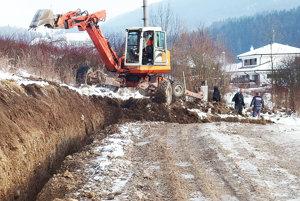 Výstavba cesty Pod skaly.