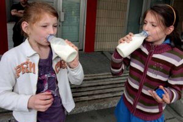 Niektoré deti mlieko nepijú vôbec, prednosť dávajú mliečnym výrobkom.