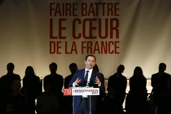 Prvé kolo primárok socialistov vyhral Benoit Hamon. Jeho voľba môže viesť k ďalšiemu deleniu strany.