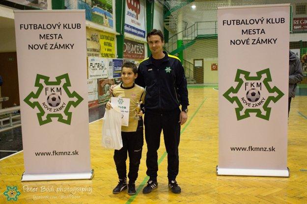 Najlepší brankár turnaja Matej Fabšo (FK Rača)