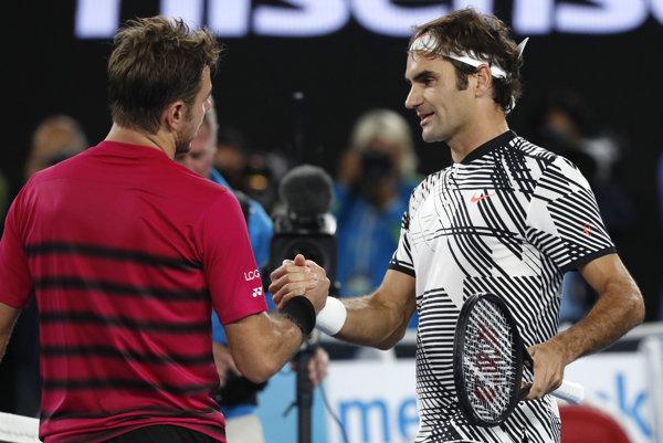Švajčiarsky súboj vyznel lepšie pre staršieho Rogera Federera (vpravo).