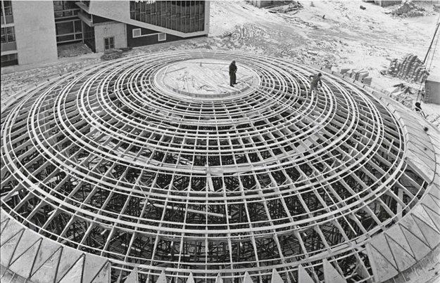 Aula počas výstavby v šesťdesiatych rokoch minulého storočia.