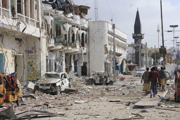 Po útoku na hotel v somálskej metropole Mogadišo zostalo 26 mŕtvych.