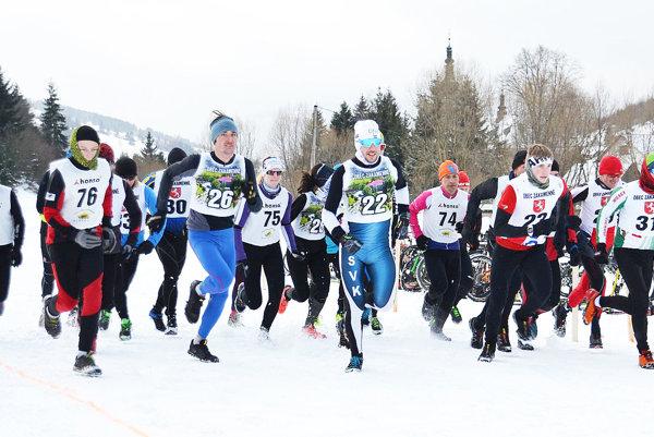 Účastníci pretekov.