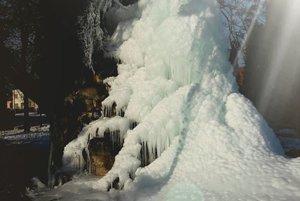 Zamrznutá fontána v Mýtnej.