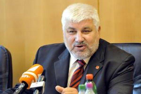 Rektor František Gahér chce školu brániť aj na súde.