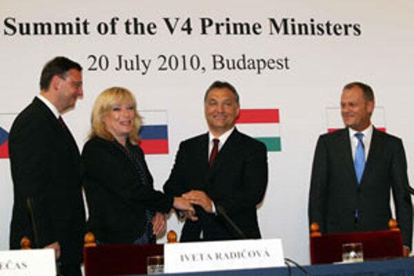 Stretnutie premiérov V4 v Budapešti prinieslo vraj zlepšenie vzťahov.