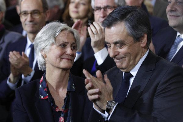 Francúzsky prezidentský kandidát Fillon so svojou manželkou Penelope.