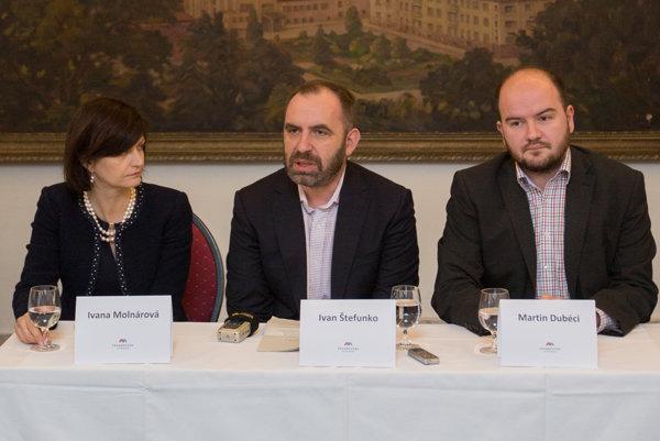 Zľava: Ivana Molnárová, Martin Dubéci, Ivan Štefunko.