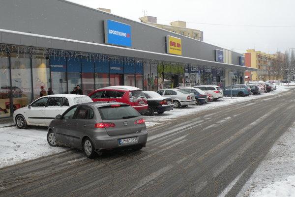Muž kradol v nedávno otvorenom obchodnom centre na Poľnej ulici v Ružomberku.