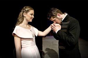 Hlavné postavy stvárňujú Mark Rozkoš (Štúr) a Veronika Čépeová (Adela).