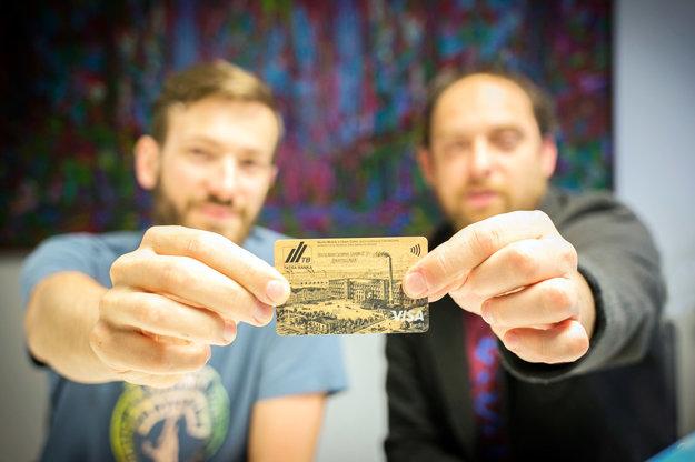 Martin Mistrík a Viliam Csino s ich kreditnou kartou