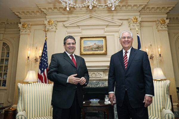 Nemecký šéf diplomacie s Rexom Tillersonom.