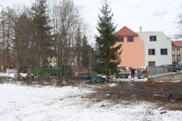 Hala sumelou ľadovou plochou by mohla vyrásť na pozemku neďaleko Hradnej ulice za Sokolovňou.