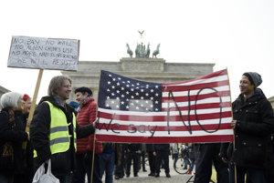 Demonštranti v Berlíne.
