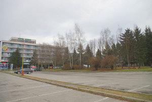 Vlani chýbali v mestskom rozpočte aj peniaze za pozemok pri hoteli Manín.