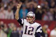 Tomovi Bradymu po zápase zmizol zo šatne jeho víťazný dres s číslom 12.