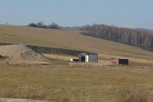 Skládku, ktorá podľa vislavčanov ohrozuje ich vodu, budujú v katastri susednej obce  Šemetkovce.