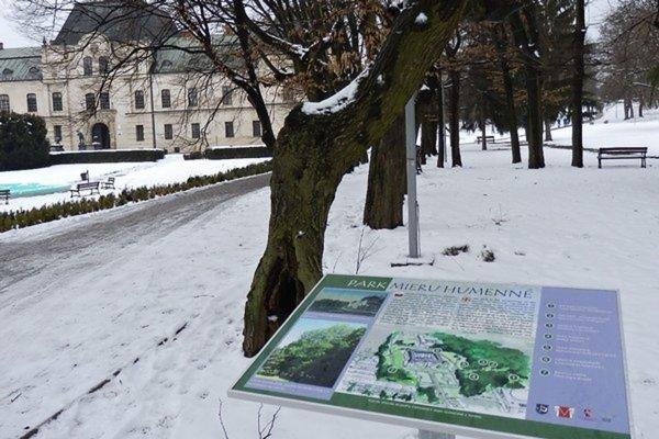 V humenskom parku pri kaštieli rastie okrem ginka takmer 900 stromov.