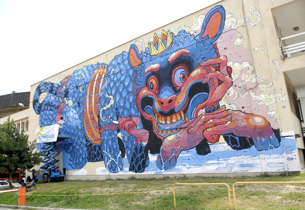 Drak na stene ako inšpirácia. Keď originálnu príšeru s cigaretou v ruke v roku 2011 zahraničný umelec namaľoval, vyvolala aj pohoršené reakcie. Nakoniec si ju Košičania obľúbili.