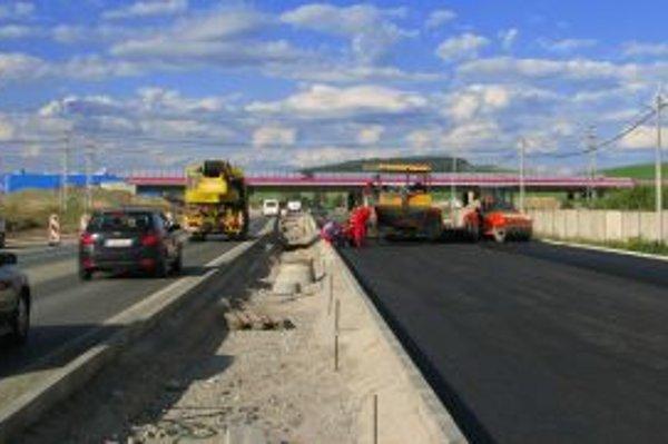Vyvlastňovací zákon umožňuje štátu stavať diaľnice na cudzích pozemkoch.