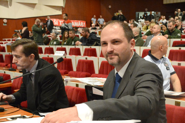 Poslanec Polaček. Tvrdí, že ich 170 pozmeňovacích návrhov, ktoré čítali dve hodiny, nebola obštrukcia.