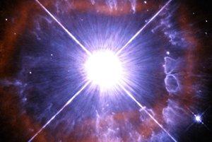 Hviezda AG Carinae stráca hmotu fenomenálnou rýchlosťou. jej silné vetry dosahujú rýchlosť až sedem miliónov kilometrov za hodinu a vyvíjajú enormný tlak na oblaky materiálu, ktoré hviezda vyvrhuje.