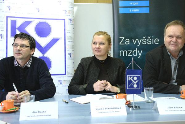 Zľava člen predsedníctva OZ KOVO Ján Šlauka, podpredsedníčka OZ KOVO Monika Benedeková a člen predsedníctva OZ KOVO Jozef Balica.