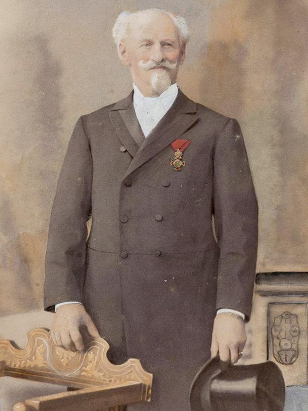 Otec Franz Sacher.