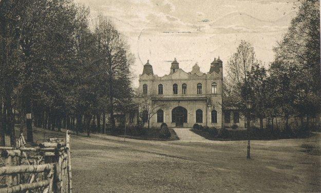 Niekdajší Sokolský sad, dnes Mestský park.