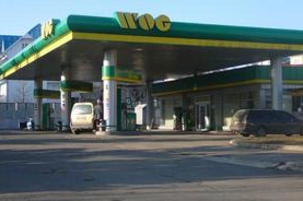Benzínky za hranicou zívajú prázdnotou.