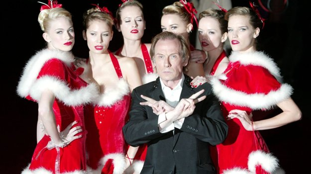 Love is all around you, spieva vo filme Bill Nighy.