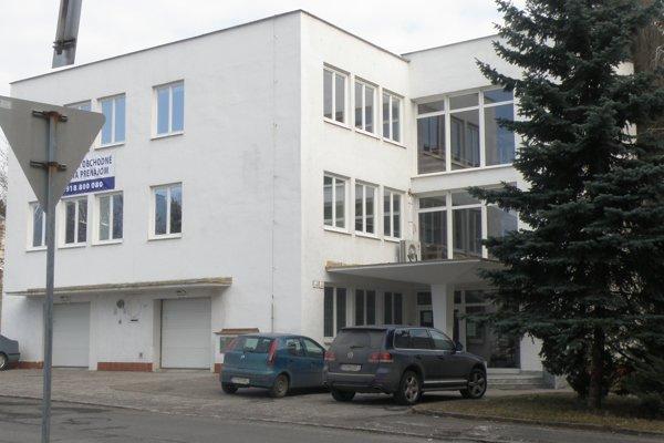 Budova na Dlhej ulici v Prievidzi. Slovenská agentúra životného prostredia ju predala.