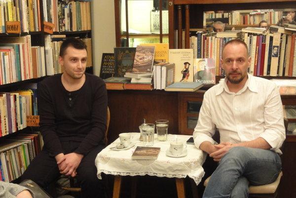 Zľava autori knihy Richard E. Pročka a Juraj Novák.