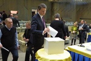 Momentka z hlasovania.
