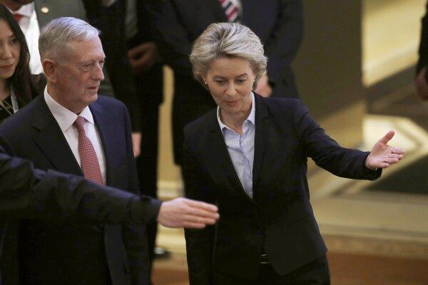 Americký minister obrany Jim Mattis a nemecká šéfka rezortu obrany, Ursula von der Leyenová.