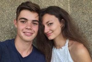 Martin Škvarenina. Jeho veľkou oporou je priateľka Kristína Fajerová.