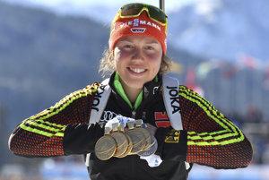 Laura Dahlmeierová totálne ovládla biatlonový šampionát. Získala päť zlatých a jednu striebornú medailu.
