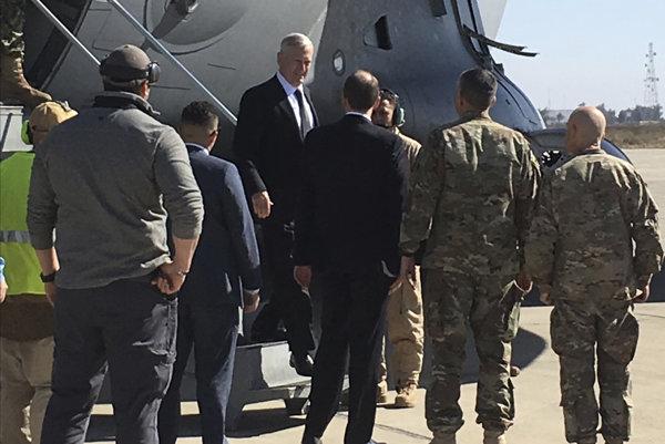 Jim Mattis pristál v Bagdade.