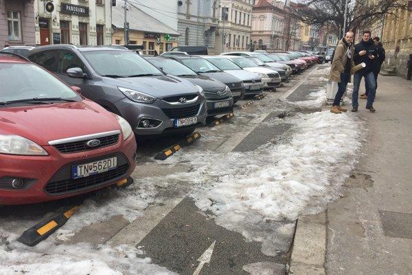 Trenčín čakajú zmeny v parkovaní.
