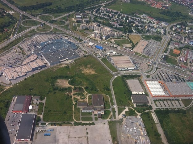 Územie, kde má vyrásť budúci štadión.