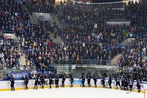 Hokejisti Slovana Bratislava sa lúčia s fanúšikmi po poslednom zápase sezóny.