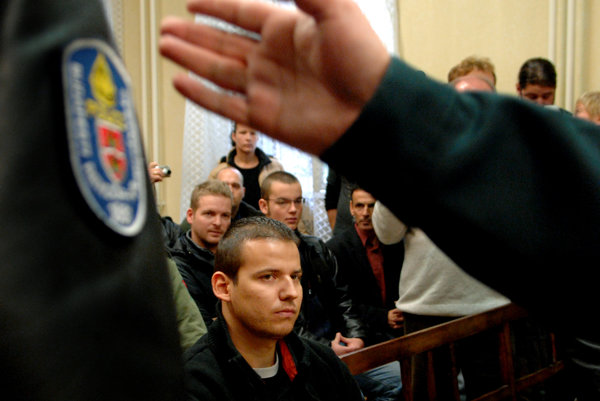 V roku 2007 sedel Toroczkai na lavici obžalovaných za výtržnosti počas protivládnych demonštrácií.