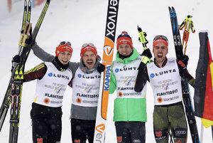 Kvarteto Björn Kircheisen, Eric Frenzel, Fabian Riessle a Johannes Rydzek oslavujú zisk zlatých medailí.