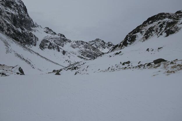 Dolina je tiahla. A  v nedeľu bola úplne prázdna.