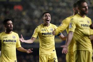 Hráči Villarrealu sa sťažujú po odpískaní jedenástky v prospech Realu Madrid.