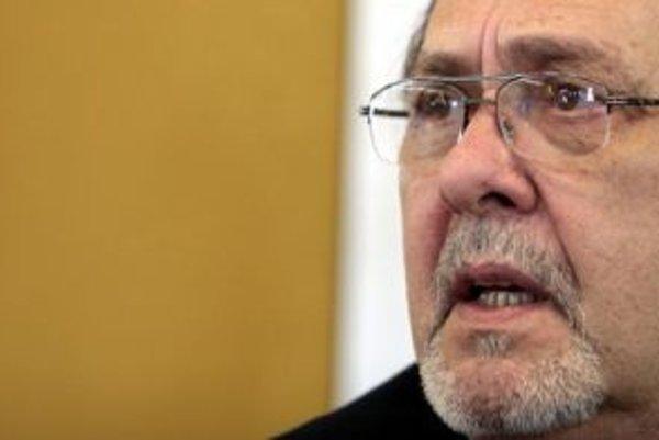 Premiér Robert Fico by mal sa mal zamyslieť nad svojimi vzťahmi s nedemokratickou vládou na Kube a viac sa zaujímať o to, ako tamojší režim potláča ľudské práva. Novinárom to dnes povedal kubánsky disident Hector Palacios (na snímke).