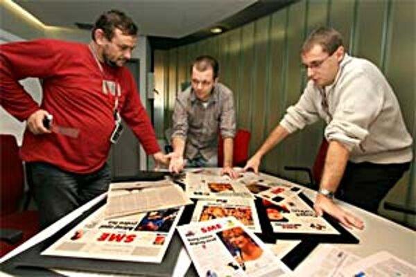 Porada nad návrhmi novej grafiky novín. Zľava art director Miro Čevela, šéfredaktor Matúš Kostolný a zástupca šéfredaktora Roman Krpelan.